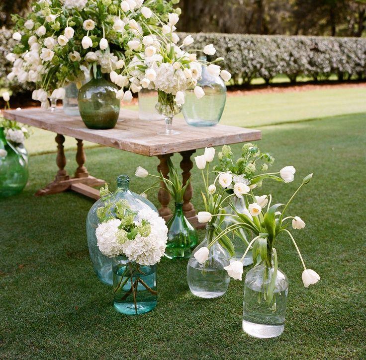 Damajuanas para decorar una #boda #wedding #decoracion #inspiracion #cristal #flores  | AtodoConfetti - Blog de BODAS y FIESTAS llenas de confetti