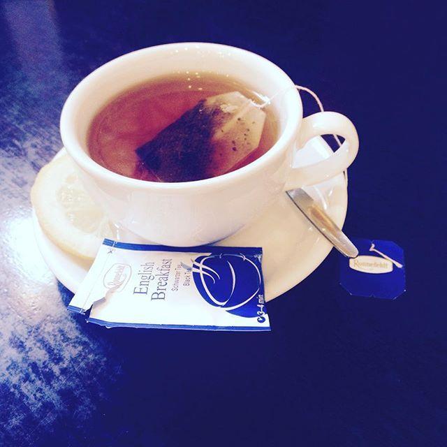 Trochę niebieskiego #herbata #tea #czasnaherbatę #teatime #kawiarnia #café #cytryna #herbatazcytryną #englishbreakfasttea #ronnefeldt #ronnefeldttea