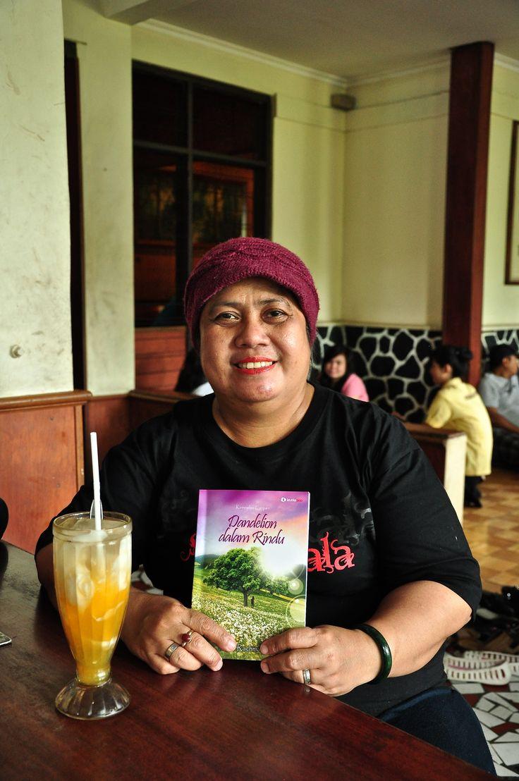 Ileng Rembulan di Bogor bersama bukuku DdR