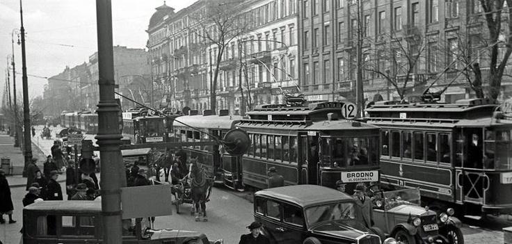 1935 r. wyglądały Aleje Jerozolimskie. Zdjęcie wykonał Henryk Poddębski.