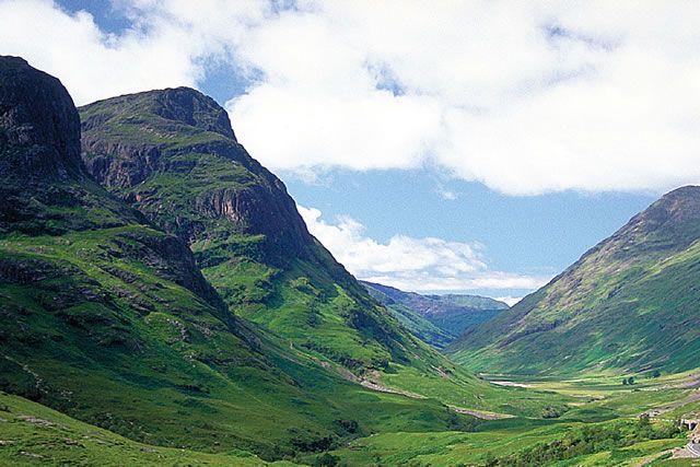 Beautiful 96 mile hike to add to the bucket list.//West Highland Way Glen Coe Scotland