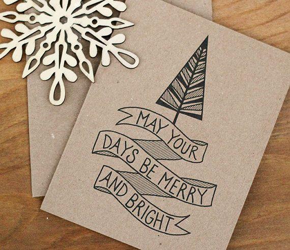 Stuur sommige artistieke holiday cheer met deze set van 20 eco vriendelijke groet videokaarten, met een print van een van mijn originele inkt illustraties op mooie middelzwaar gerecycleerde kraft cardstock. Voorzijde van kaart toont een hand getekende vintage stijl kerstboom met  Kan uw dagen zijn vrolijk en Bright hand letters op een geïllustreerde banner. Binnenkant kaart is leeg voor uw eigen speciale boodschap.  Elke kaart eco-bewuste wordt individueel afgedrukt met archival inkten…