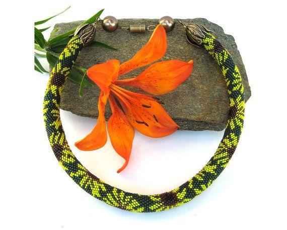 25 best Bead Crochet Necklace images on Pinterest | Perlenstickerei ...