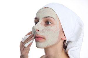 *¿Cómo Exfoliar el Rostro?* Es imprescindible que aprendas cómo exfoliar correctamente el rostro para mantener el cutis saludable todos los días. Echa un vistazo al siguiente paso a paso para un tratamiento eficaz. SIGUE LEYENDO EN... http://belleza.comohacerpara.com/n9927/como-exfoliar-el-rostro.html