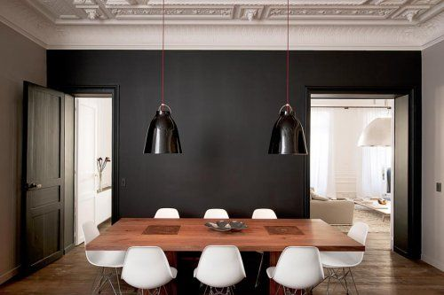 Simple: Wall Colors, Dining Rooms, White Chairs, Black And White, Wood Tables, Black White, Black Accent Wall, Dark Wall, Black Wall
