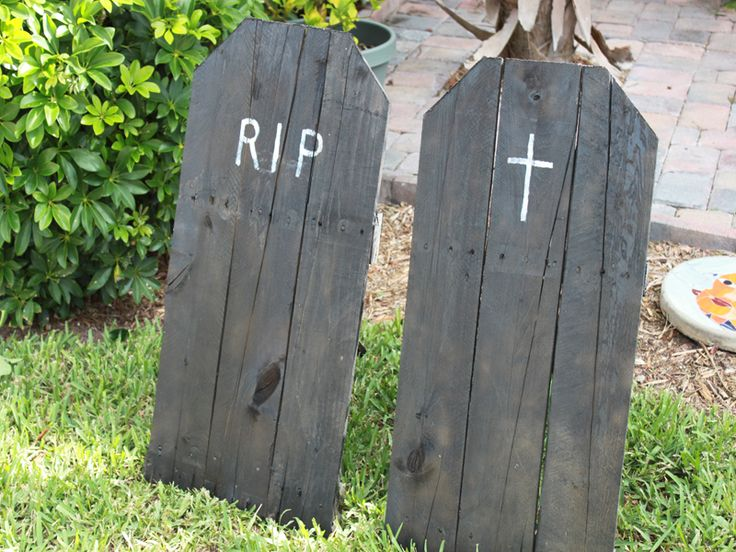 Want to spook the whole neighborhood this Halloween? Turn your yard into graveyard with our clever Halloween how to for upcycled tombstones.
