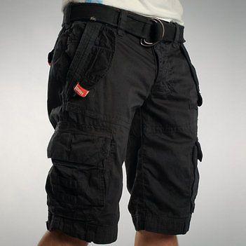 Se trata de un par de pantalones cortos caqui de los niños en la escuela. Estos cortos son grises y se aprietan con un cinturón. Pantalones cortos de color caqui son cómodas y yo no los recomiendan.