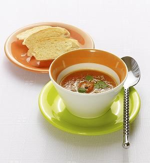 Zupa krem z marchwi ze świeżo siekaną kolendrą