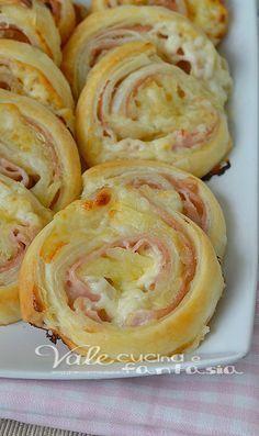 Girelle di sfoglia con patate prosciutto e stracchino (aggiungi un po' di erbette - tipo rosmarino)