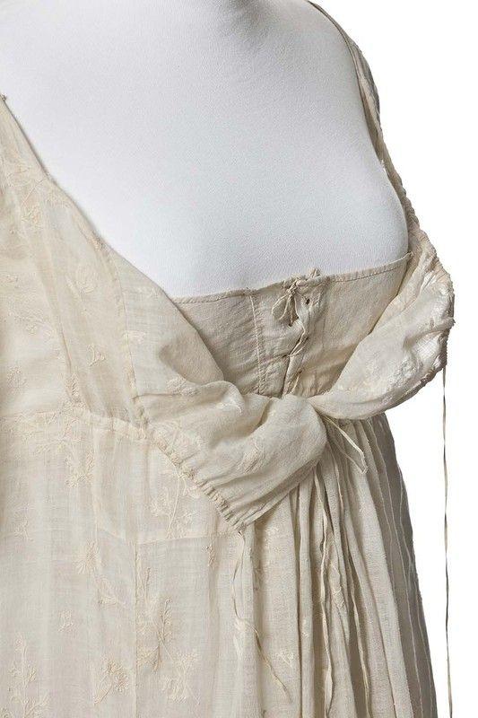 Robe de linen brodé | 1790-1799 | Les Arts décoratifs