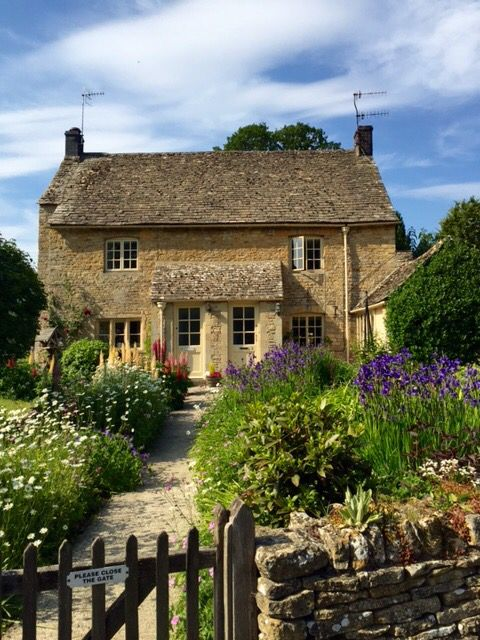 Beautiful cotswold 39 s home in upper slaughter by kim for Beautiful cottages pictures