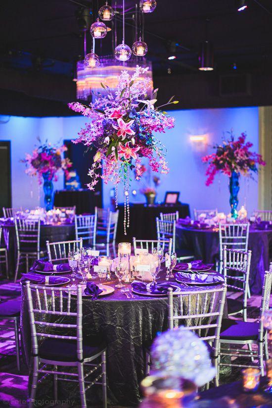 Centro de mesa colgante, una de las tendencias en decoraciones de bodas. #CentroDeMesa