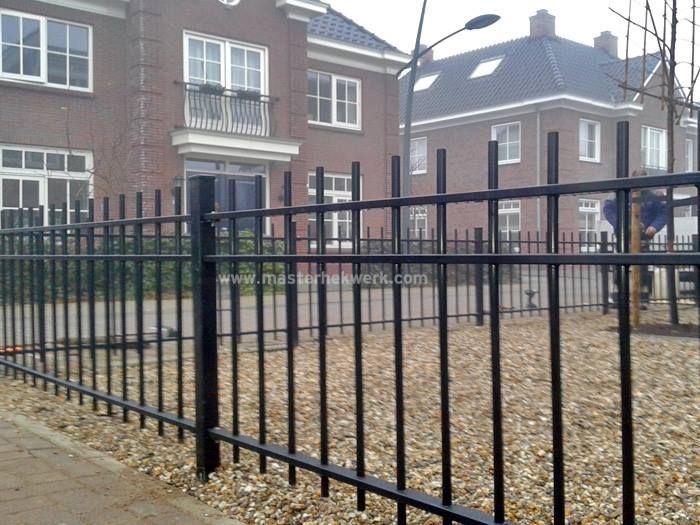 12 beste afbeeldingen over tuinhekken metaal ijzer tuindeur metaal staal tuinhek poort op - Modern tuinbekken ...