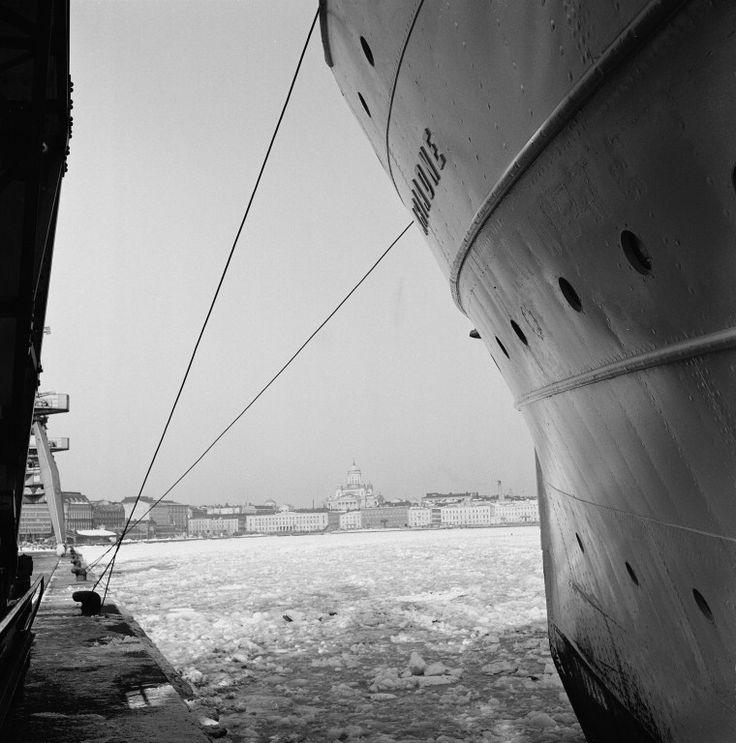 Eteläsatama, Olympialaituri. Laiturissa matkustajalaiva...