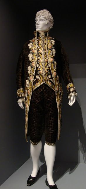 Silk velvet suit with silk embroidery, Europe, c.1800. Look at the perfect Mr Darcy Haircut! :-D