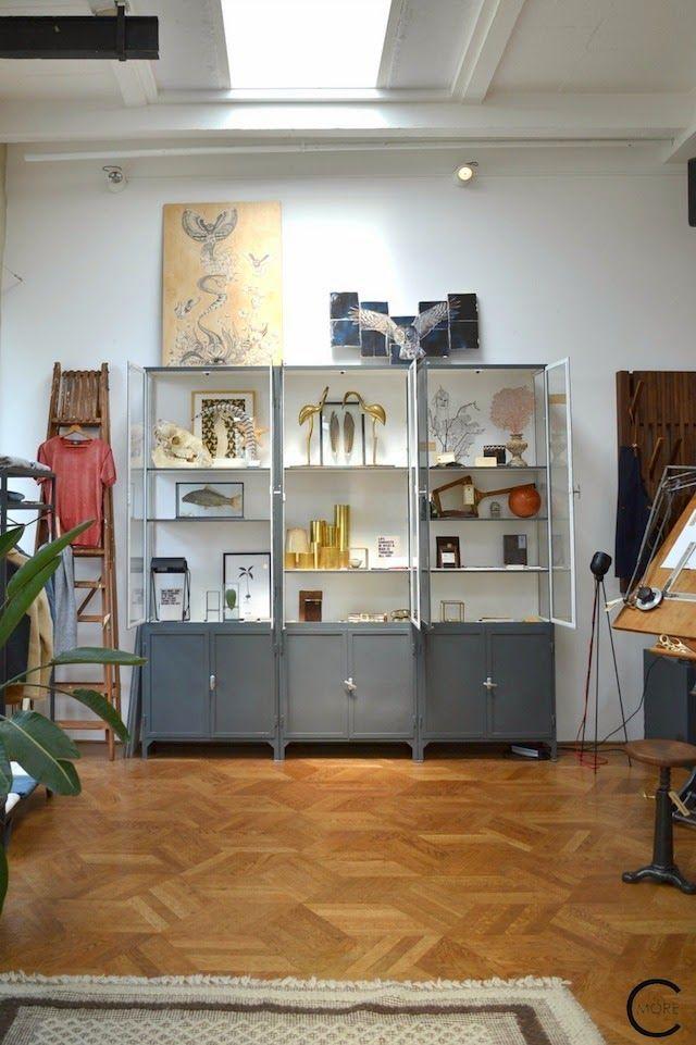 IJzeren apothekerskast van www.old-basics.nl bij De Loft in Amsterdam Industrial vintage vitrine kast op maat