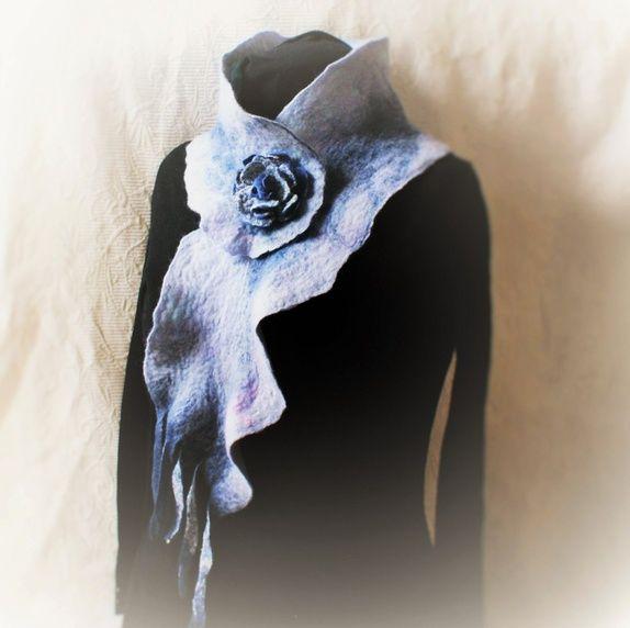 Håndlaget / nunofiltet / tovet av ull og silke i ett eksemplar. For filting bruker jeg norsk eller merino ull, ...