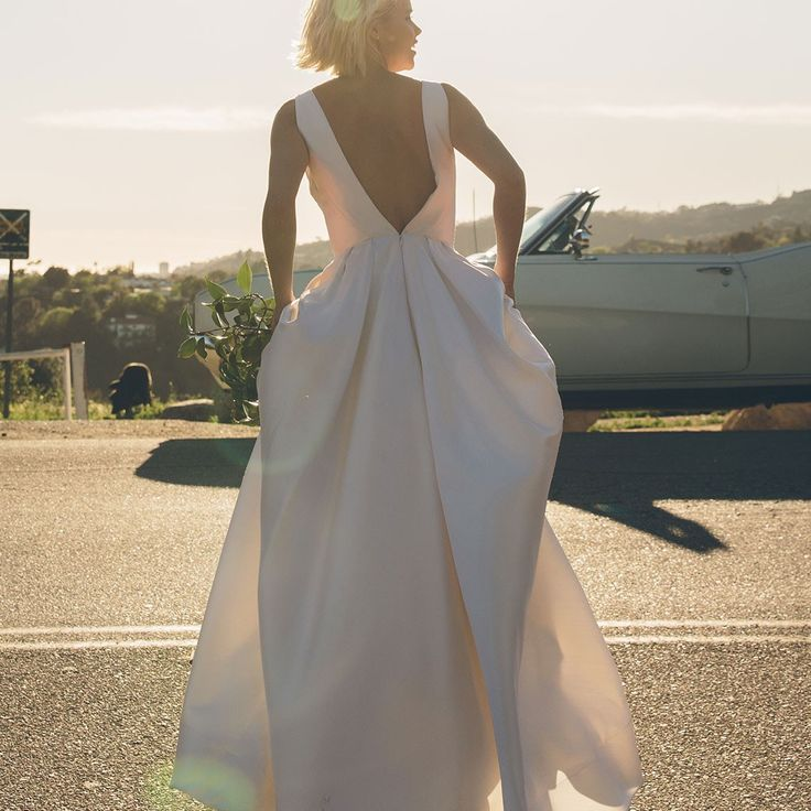 Floravere is a direct-to-consumer bridal brand that's writing a totally new bridal fantasy for the modern bride.