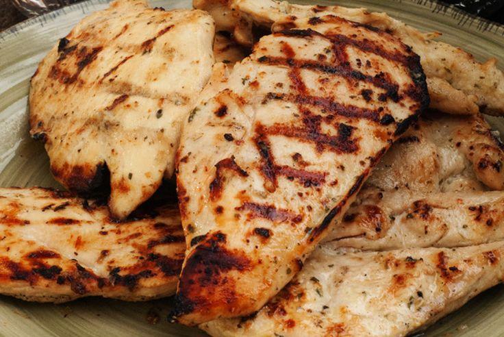 Vous cherchez une bonne marinade pour faire vos poitrines de poulet sur le BBQ? Celle-ci est vraiment bonne et simple à préparer...