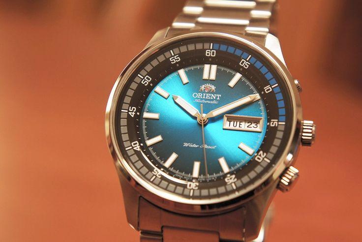Montre Homme Orient Marshall EM7E001B, bracelet et boîtier en acier, cadran bleu.