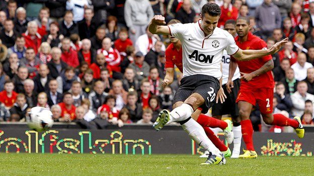 Robin van Persie scores the winner for Man Utd against Liverpool on 23/9/2012.