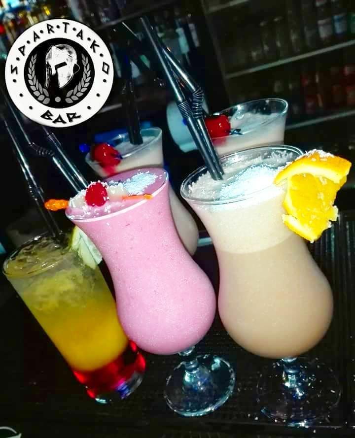Orgasmo #Cholate  #Frambuesa Colada  y #Tequila Sunrise  Ven por estos y muchos mas a @spartakobar  . #instachile #instaviña #chilegram #chile #bar #bartender #cocktails #beer #alcohol #drink #drinks #follow #followme