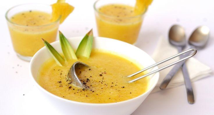 Hideg ananászleves recept főzés nélkül: Nyárra ideális hűsítő lehet ez a kiváló ananászleves. Vitamintartalmából sem veszít semmit, hiszen nem tesszük ki semmilyen hőhatásnak az ananászt! :)