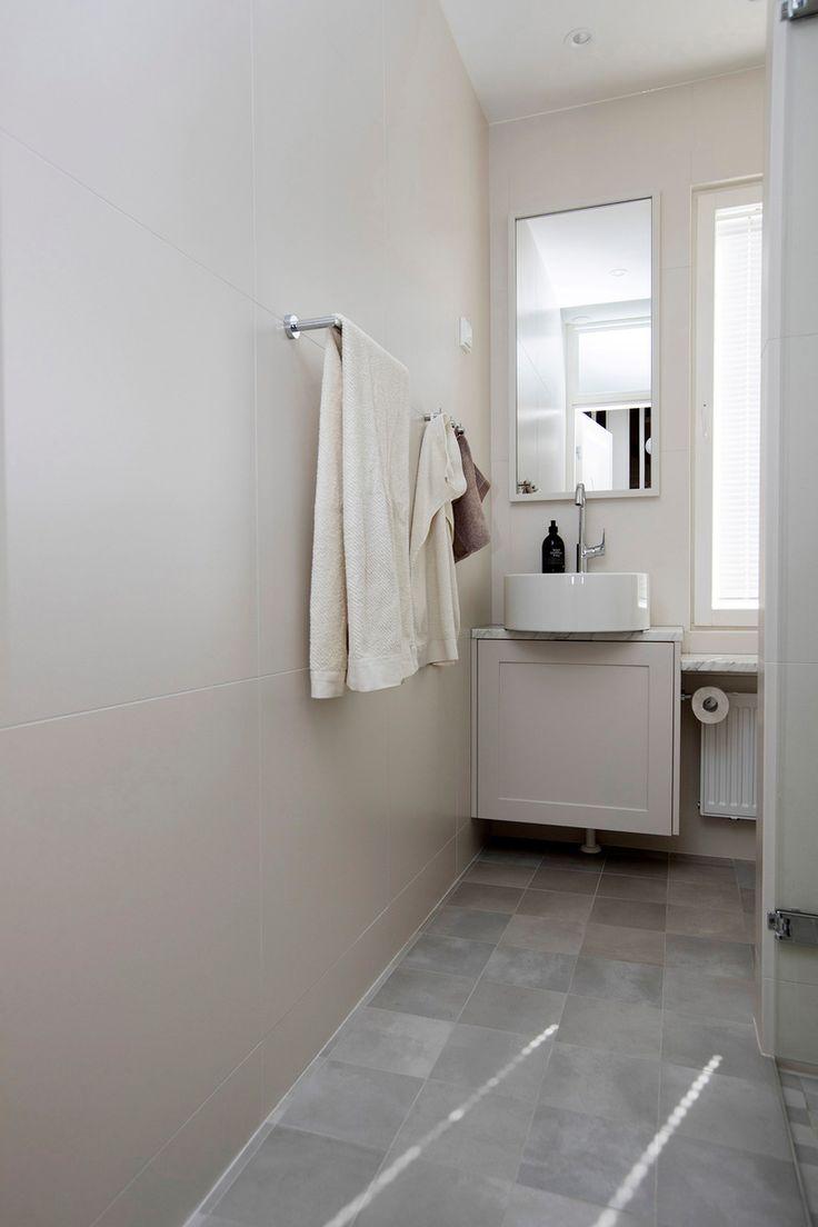 Vieras WC:n isot seinälaatat luovat tilantuntua