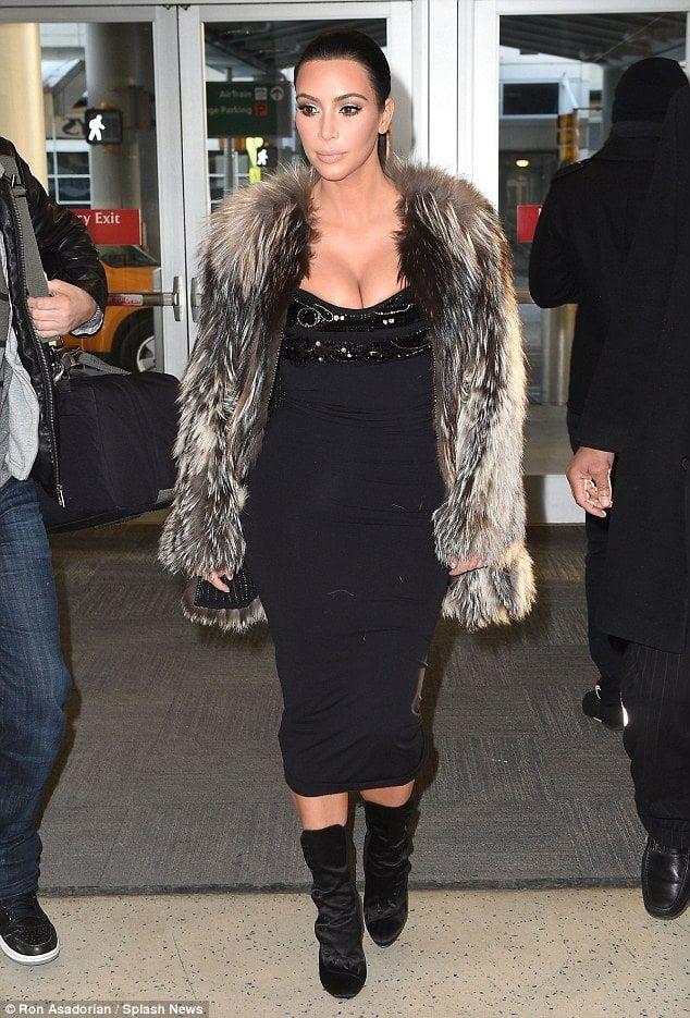 Veja looks de aeroporto de Kim Kardashian