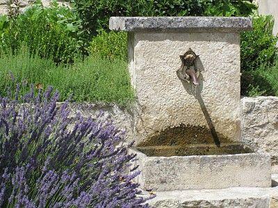 fontaines, bassins et sources du jardin - lavender near backyard fireplace?