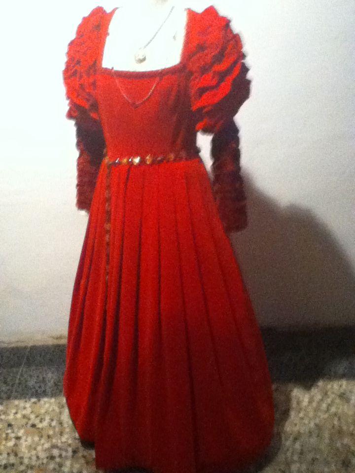 Particolare abito rosso