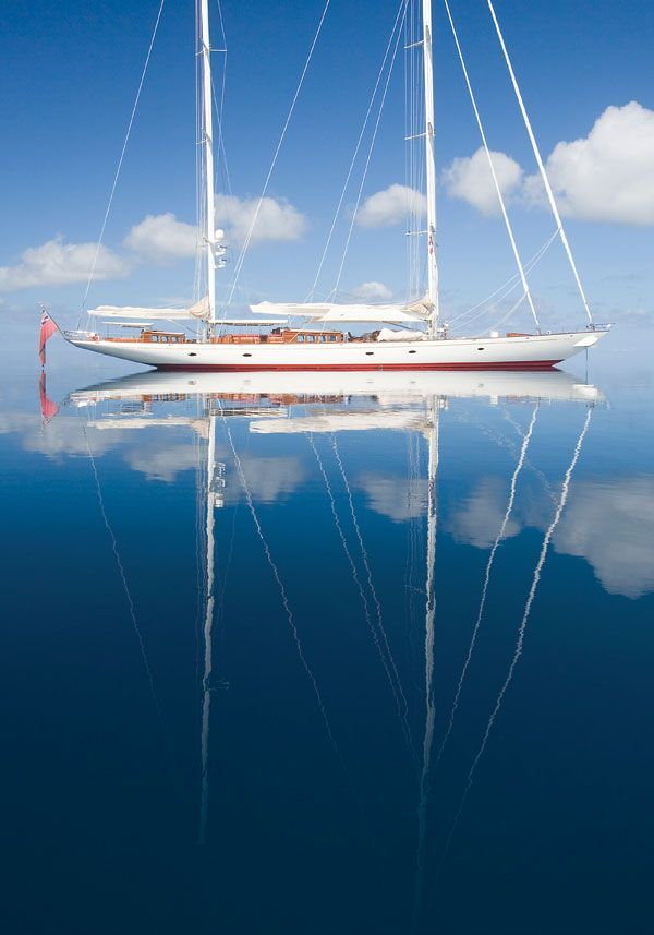 Le croissant d'argent -  This is the most beautiful yacht!  Old classics...she must be a dream to sail!!