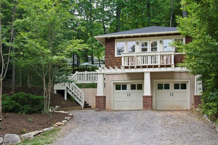 Charming craftsman cottage on a buildable lot in the