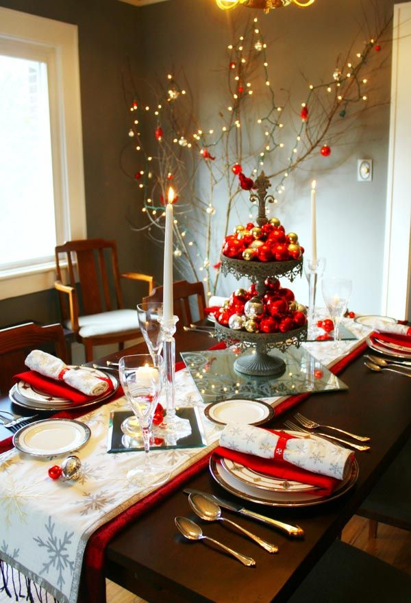 40 fabulous christmas dining room decorating ideas all about christmas - Christmas Dining Room Table Centerpieces