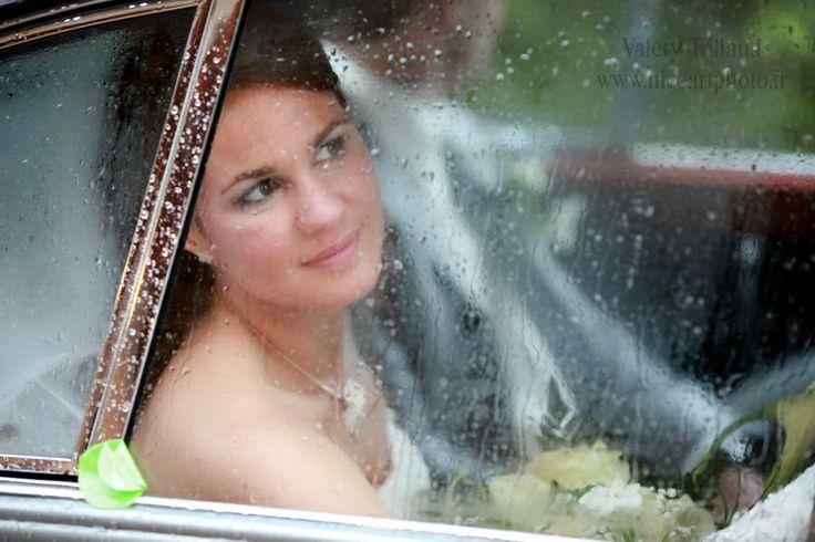 Photo de mariage sous la pluie. #artistique. Photo mariage.