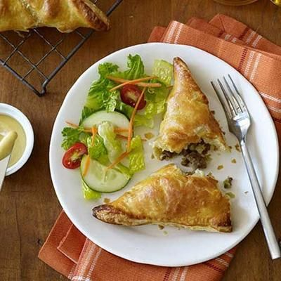 These Pennsylvania Dutch Meat Pies are a great, inexpensive dinner idea- and so great to eat on-the-go! Plus, your kids will love getting their own little hand pie.