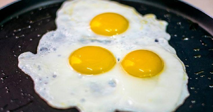 """Egy úriember, akik 30 évig dolgozott szakácsként, állítja, hogy """"ne a tojást sózzuk, hanem az olajat, amiben sütjük""""!"""