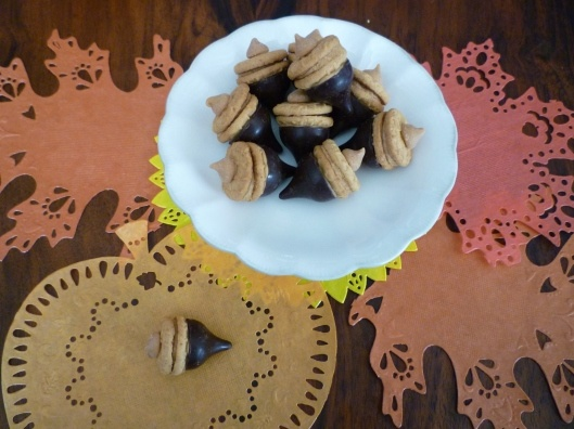 Acorn Cookies: Sweet Appetizers, Sweet Acorn, Fall Food, Fall Gifts, Acorn Cookies, Hershey Kiss, Peanut Butter, Edible Acorn, Fall Party
