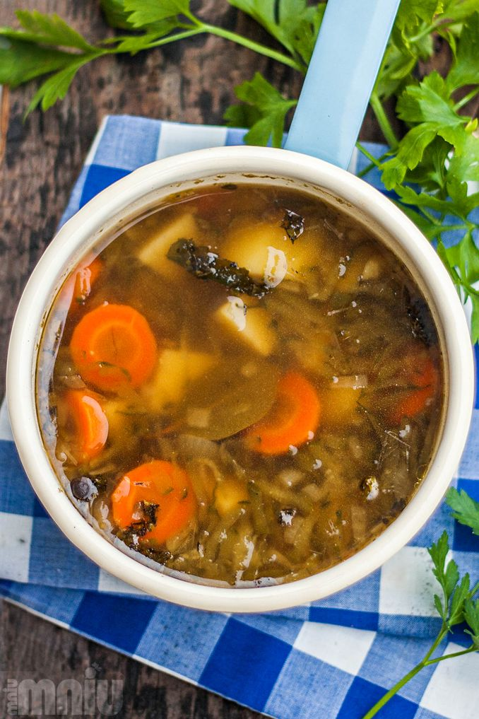 Zupa ogórkowa dawno temu była jedną z moich ulubionych, przez lata jednak zupełnie o niej zapomniałam, rozsmakowując się w sycących azjatyc...