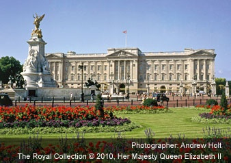Buckingham Palace.    #London #UK #Buckingham #PalaceEngland, Buckets Lists, Palaces London, Favorite Places, Buckingham Palaces, Omega Holiday, Travel, London Call, Queens Elizabeth