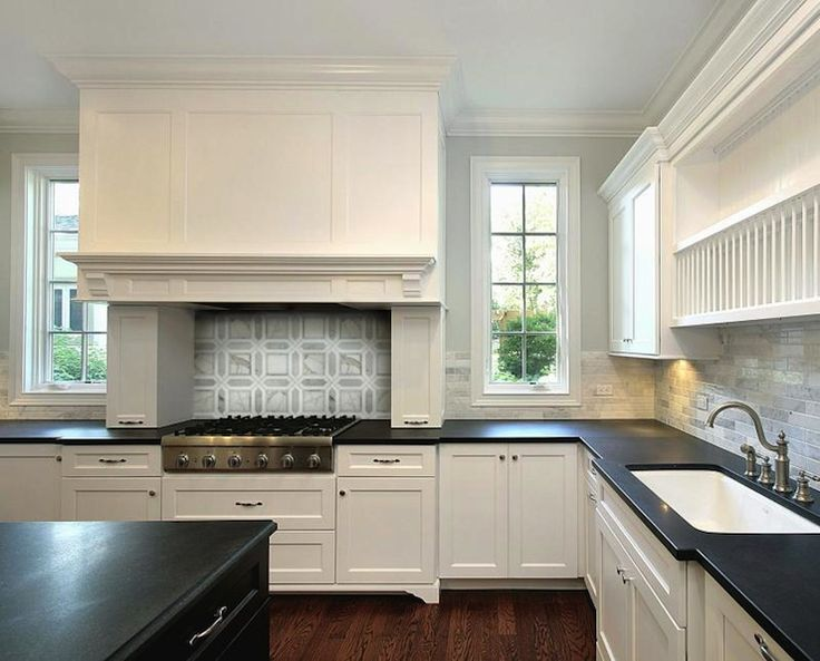 Kitchen Backsplash White Cabinets Black Countertop