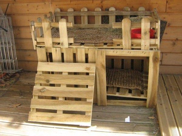Un abri pour animaux en palette  http://www.homelisty.com/meuble-en-palette/
