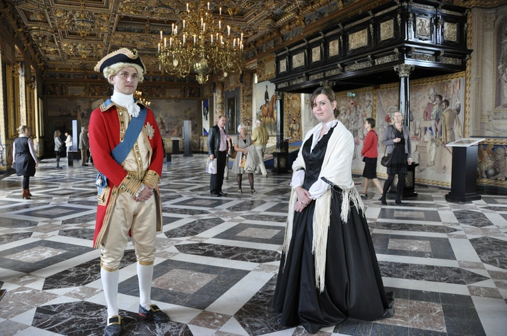 Guests were met by central figures from Danish history - here, king Frederik VI and actress Johanne Luise Heiberg. In The Great Hall.