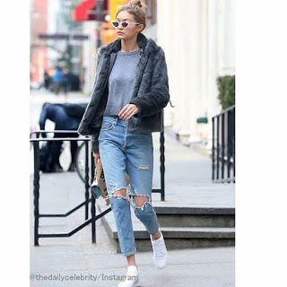 Celebrity Style   海外セレブ最新ファッション情報 : 【ジジ・ハディッド】媚びないクールなデニムスタイル!お気に入りの文房具屋さんでお買い物!