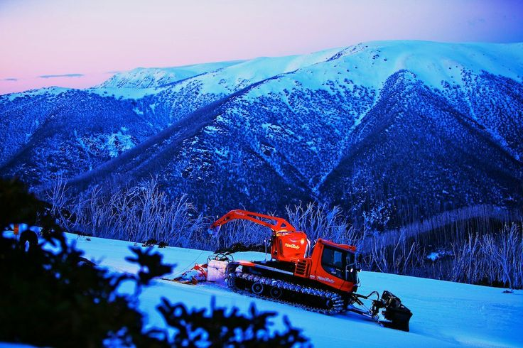 Snow groomer going to work at an Australian snow ski resort #snowaus