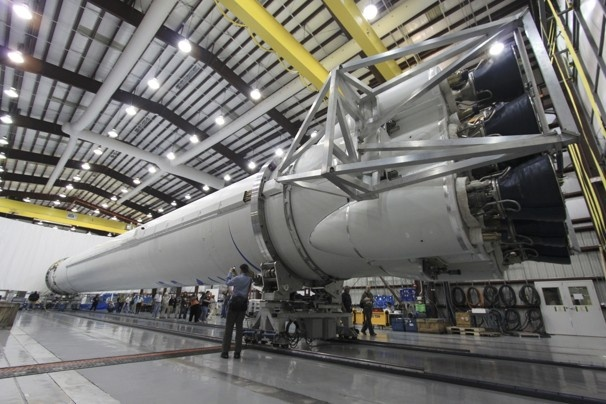 Commercial space company SpaceX is delaying the launch of a new cargo capsule to the international space station because of software issues, officials said Wednesday.    Already three months behind its initial schedule, the launch of the company's Dragon spacecraft had been set for this coming Monday, but the company and NASA are continuing to test and verify the software, said SpaceX spokeswoman Kirstin Brost Grantham.