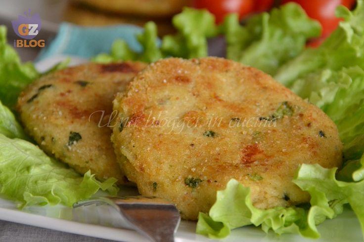 Hamburger di patate e zucchine, un secondo alternativo, vegetariano, ideale per i bambini, saporito con del formaggio.