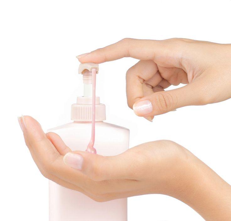 """Hacer jabón liquido o gel de ducha, casero. El hacer jabón líquido para manos o cuerpo lleva un significativo y paciente trabajo, pero si te enloquece hacer jabón liquido tendrás una """"apasionante"""" recompensa al final del proceso. Este jabón líquido puede usarse como gel de baño, de exquisito aroma embriagador y tropical. Esperamos que te guste esta receta para hacer jabón liquido."""
