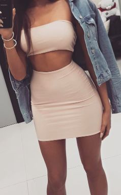 Nude bandage fitted mini skirt paired with a sexy bandeau, making super cute outfit / Pinterest: Heatonminded
