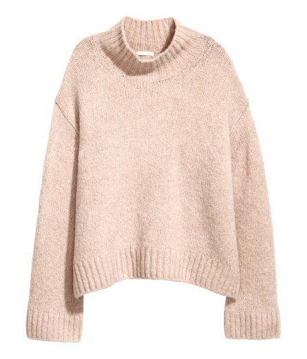 Sjekk ut dette! En rett, strikket genser i myk kvalitet med noe ull. Genseren har høy krage, lav skuldersøm og lange, vide ermer. - Besøk hm.com for å se mer.
